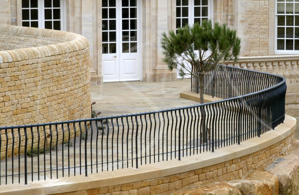 1463 - Bisca bespoke external railings and gate
