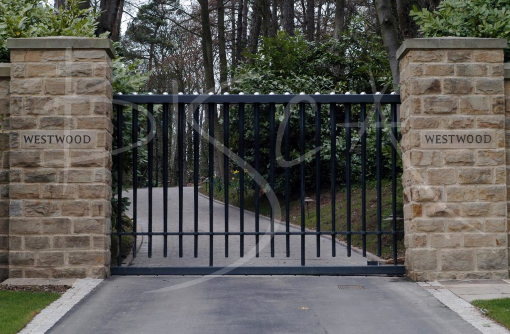1463 - Bisca bespoke external railings and gates