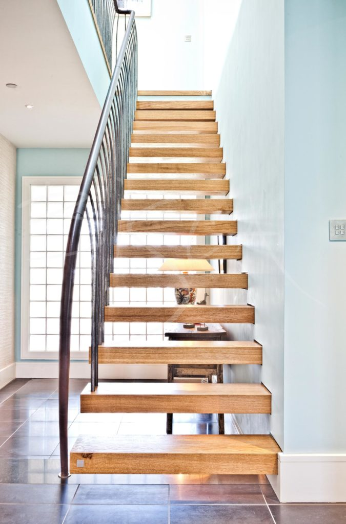 2378 - Bisca oak cantilevered stairs design