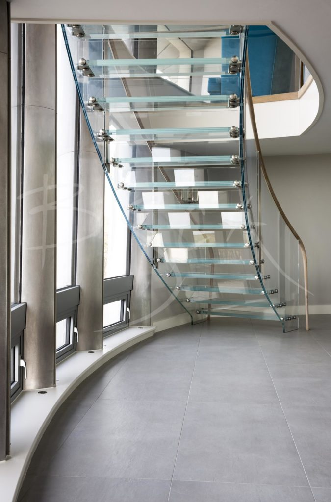 4739 - Bisca Structural Glass Staircase Design