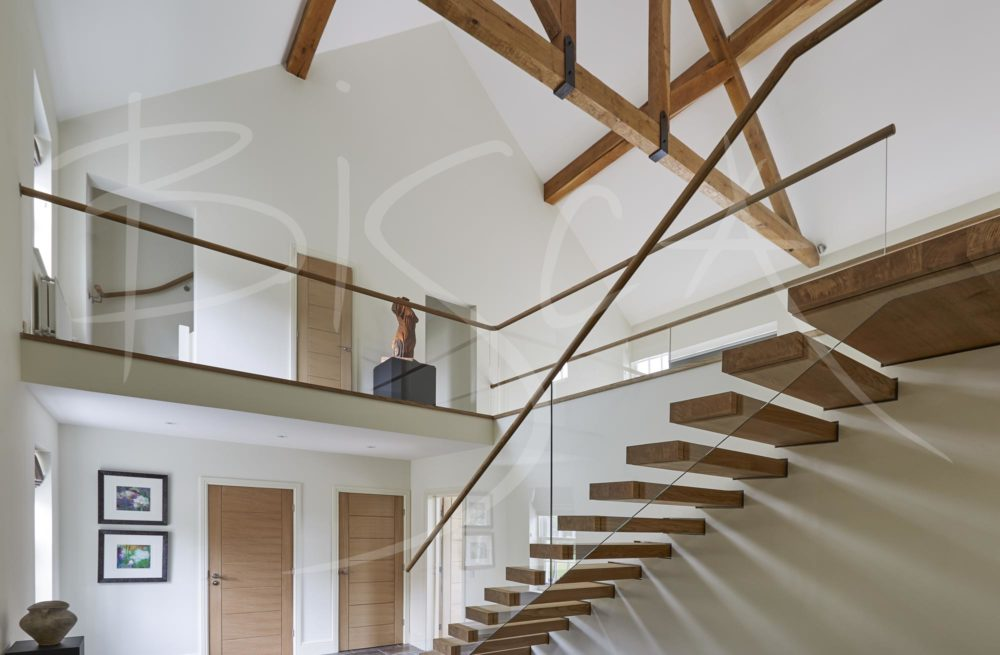 4766 - Bisca open rise cantilever staircase design