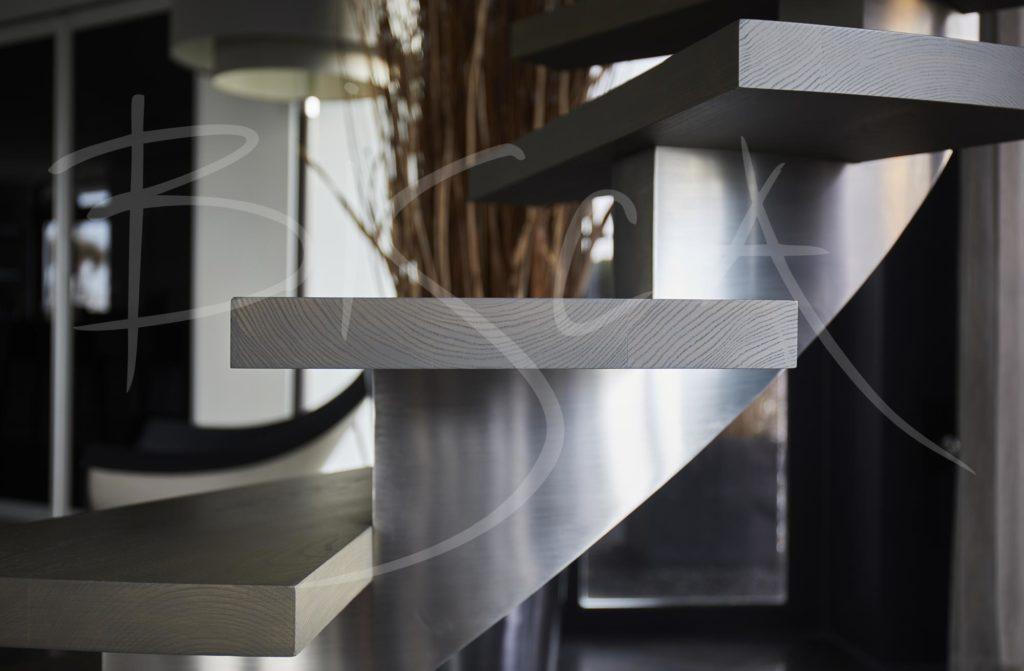 5565 - Bisca steel centre spine stair