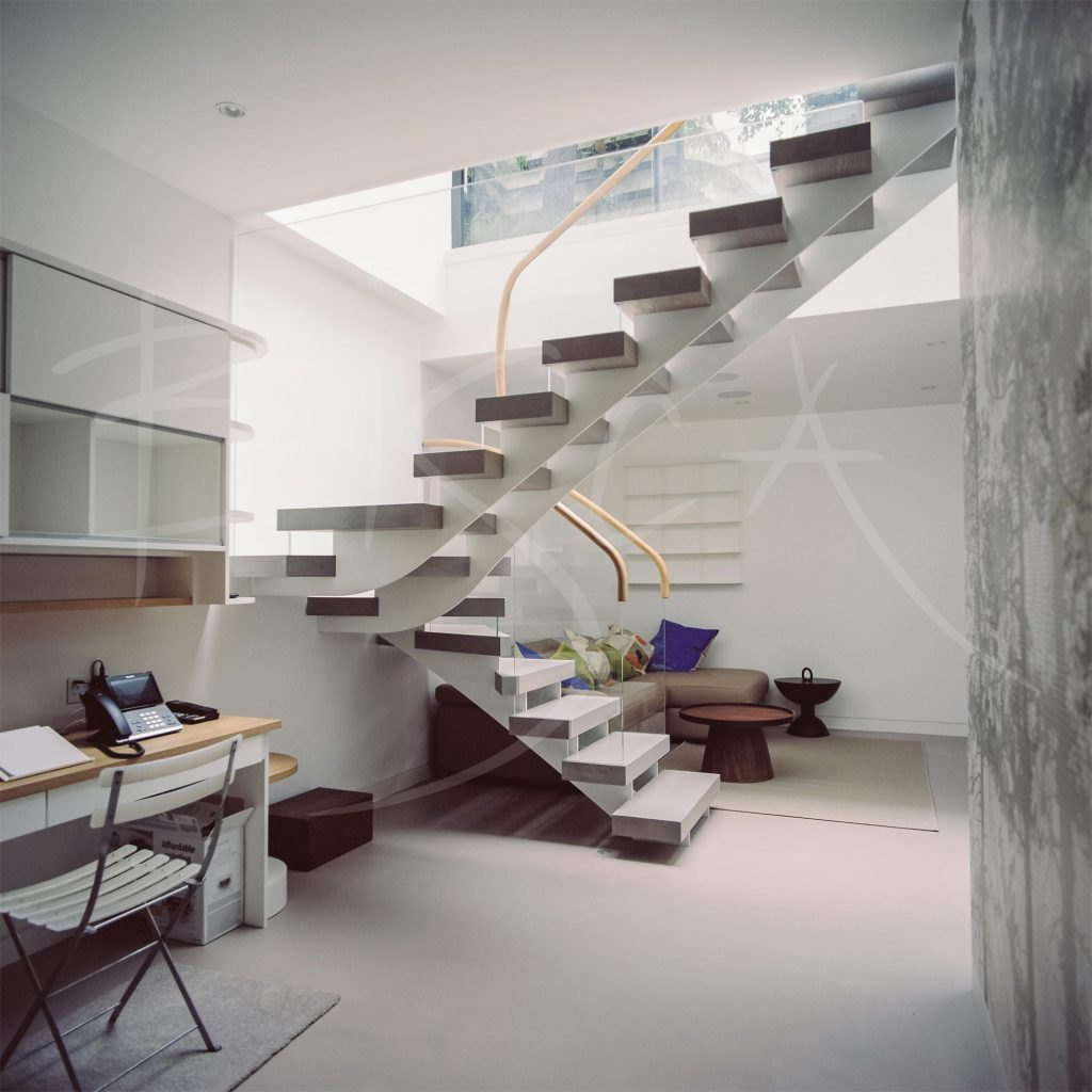courtyard garden staircase by Bisca